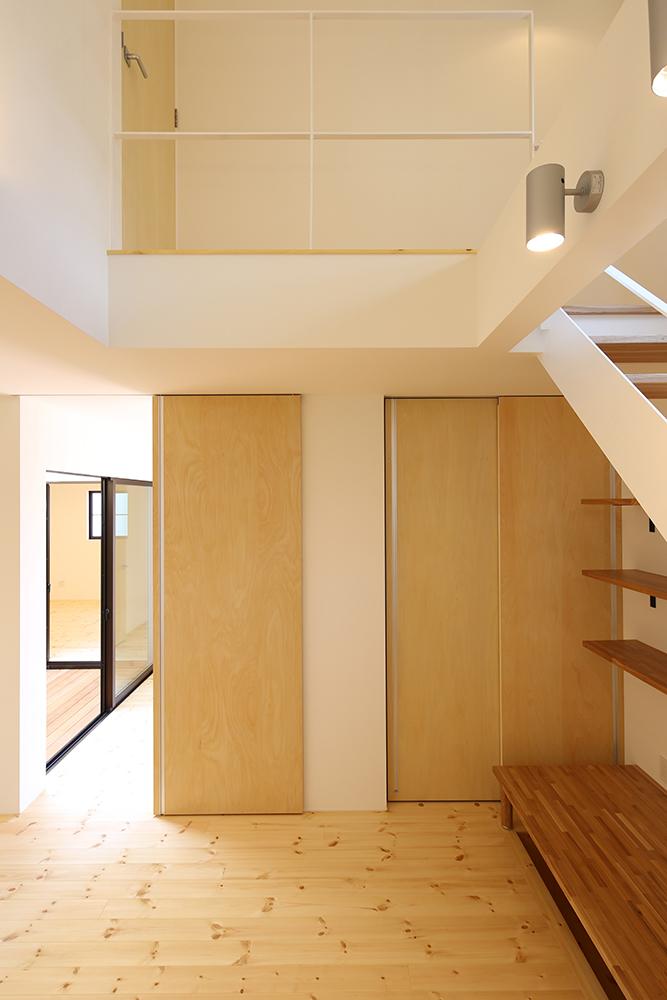 シンプルな2階建のお家08