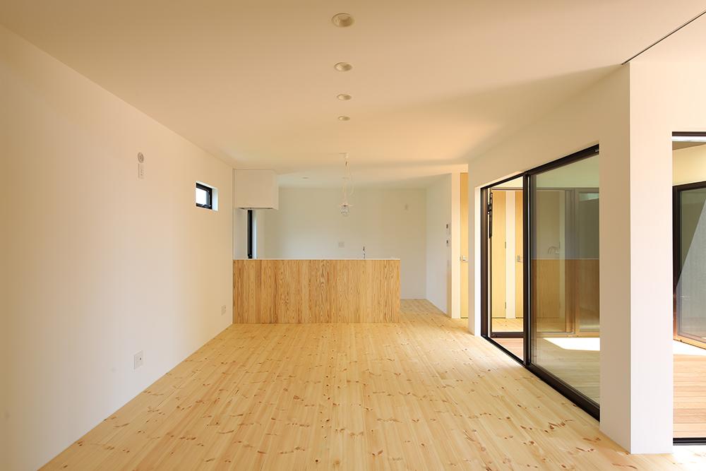 シンプルな2階建のお家05