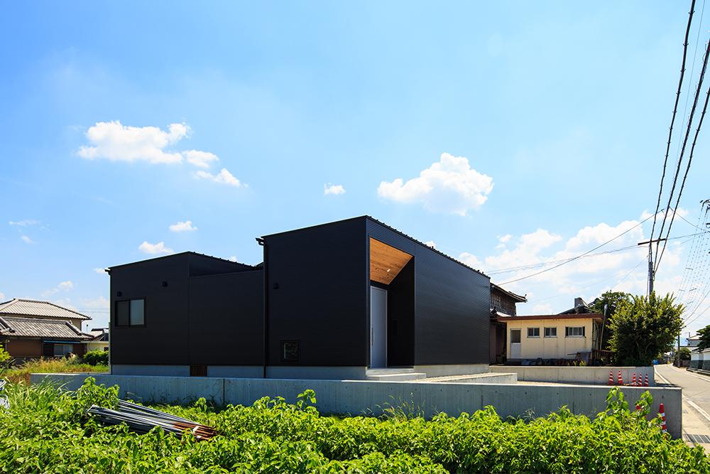 黒い平屋のお家02