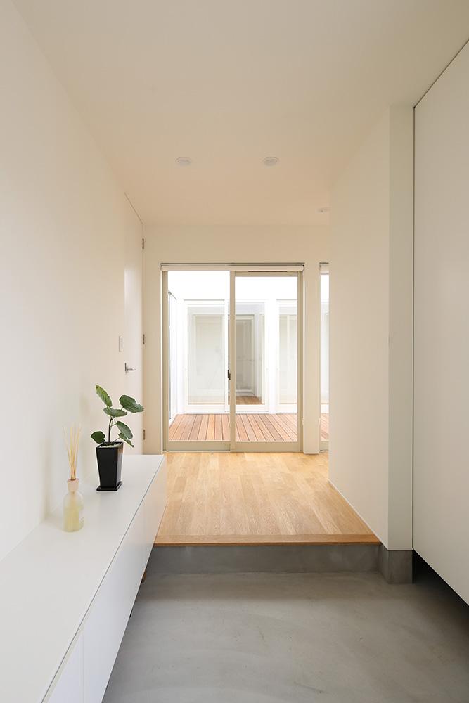 中庭のある白い平屋06