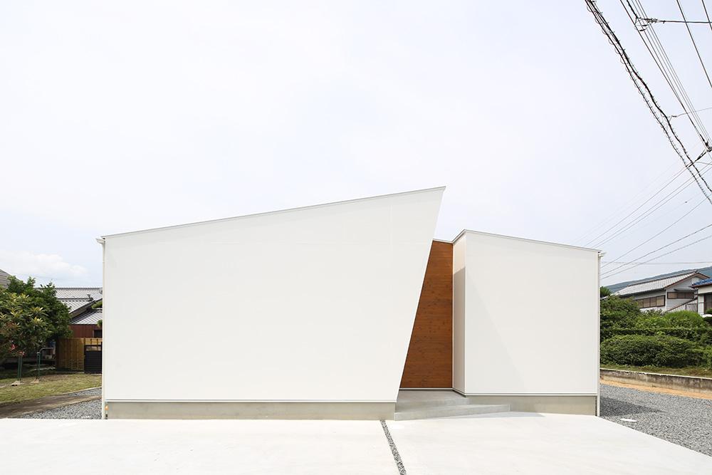 中庭のある白い平屋01