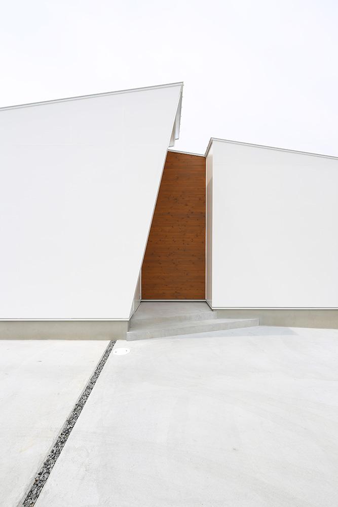 中庭のある白い平屋02