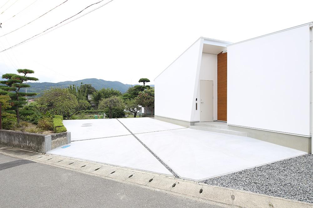 中庭のある白い平屋03