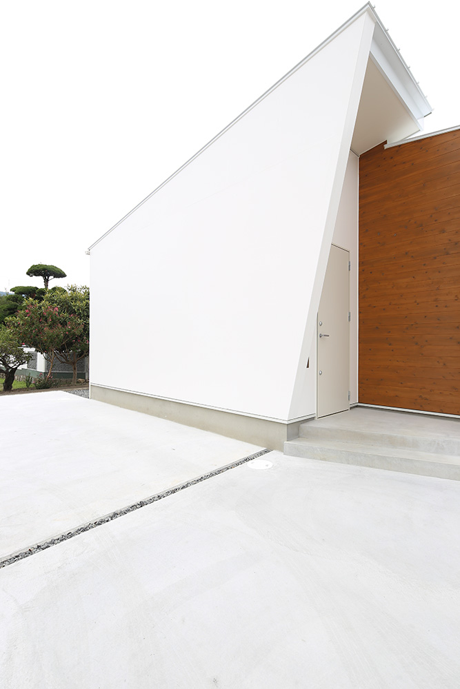 中庭のある白い平屋04