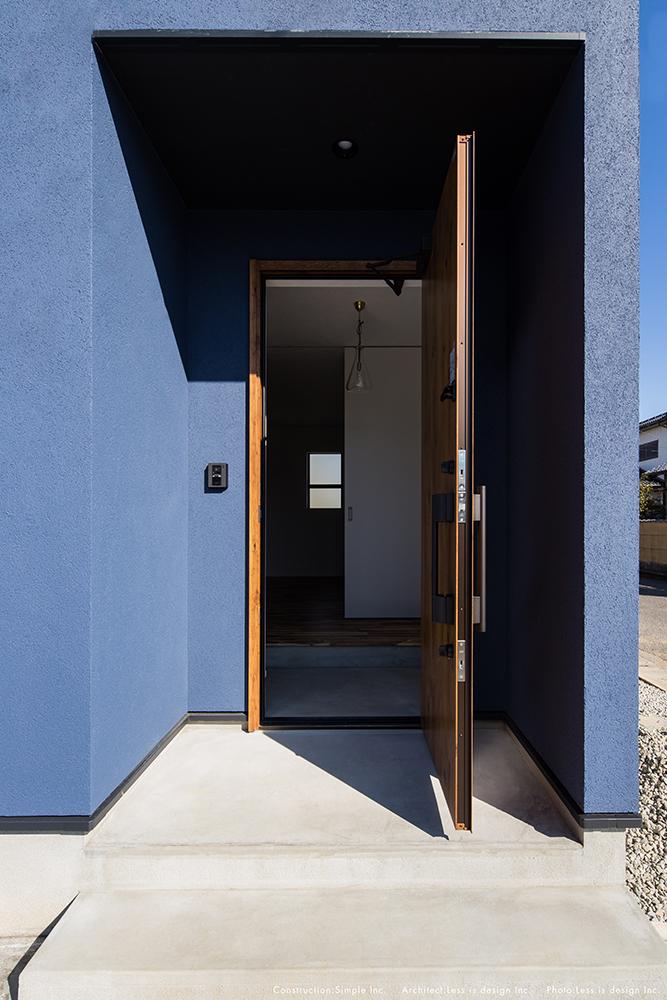 青い塗り壁のお家02